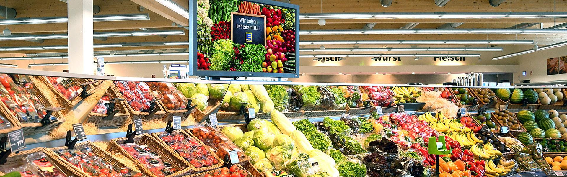 Obst und Gemüseabteilung im EDEKA Fackler in Erkheim